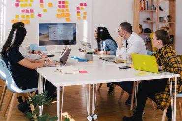 برونسپاری خدمات آنلاین یا تیمسازی؟